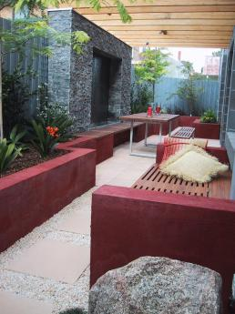 Narrow courtyard find architects interior designers for Xscape garden design