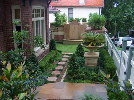 Formal front garden find architects interior designers for Front garden designs australia