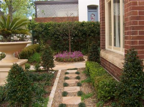 Formal front garden find architects interior designers for Formal front garden ideas